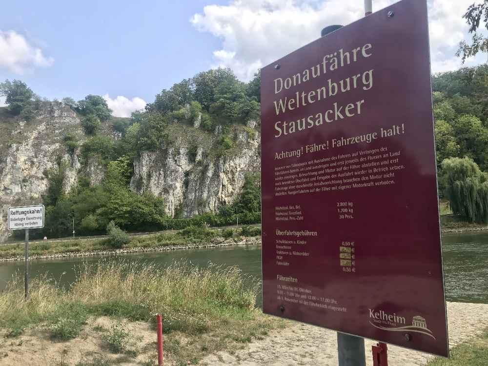 Schifffahrt Donaudurchbruch: Mit der Fähre Stausacker über die Donau