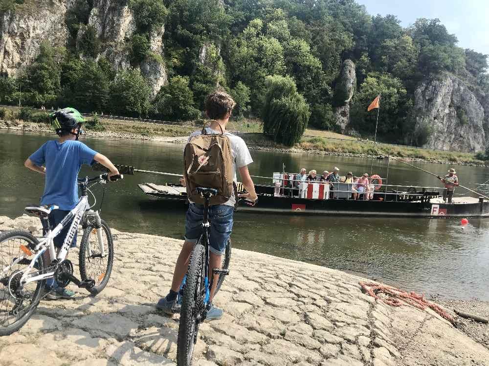 Schifffahrt Donaudurchbruch: Mit der Fähre nach Weltenburg übersetzen