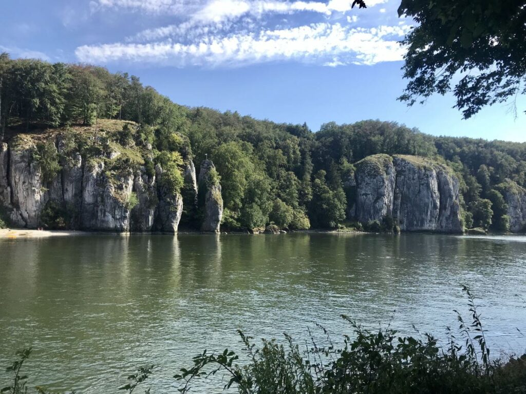 Donaudurchbruch Kelheim - bewundere die vielen schönen Felsen am Fuße der Donau!